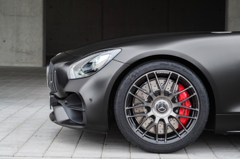 Mercedes-AMG GT C Edition 50, graphitgrau magno, Schmiederäder im Kreuzspeichendesign // Mercedes-AMG GT C Edition 50, graphite grey magno,cross-spoke light-alloy wheels Kraftstoffverbrauch kombiniert: 11,3 l/100 km, CO2-Emissionen kombiniert: 257 g/km Fuel consumption combined: 11.3 l/100 km; Combined CO2 emissions: 257 g/km