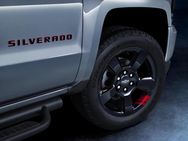 2017-chevrolet-silverado-redline-027