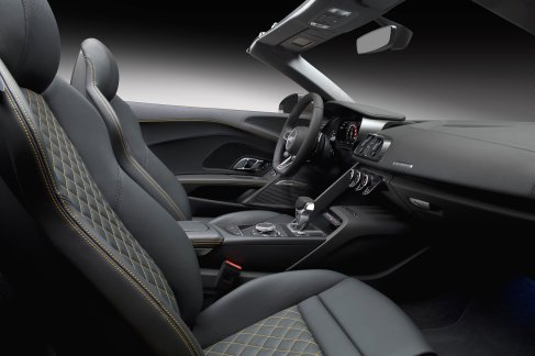 news-2017-audi-r8-spyder-interior-1-1