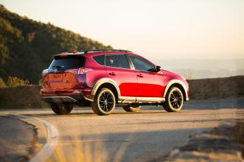2018-toyota-rav4-adventure-2