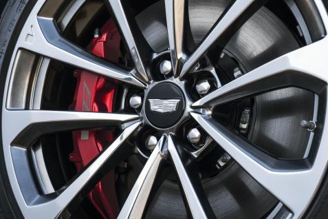 2018-Cadillac-CTS-V-GlacierMetallicEdition-002
