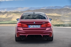 P90273032_highRes_the-bmw-m5-first-edi